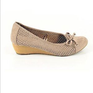 Seychelles suede gray wedges with bows